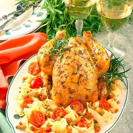 Gefülltes Kräuter-Hähnchen mit Speck und Oliven auf Bandnudeln Rezept