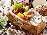 Gefülltes Picknick-Brot mit Rohkost Rezept