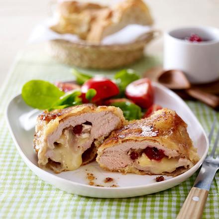 Gefülltes Schweineschnitzel mit Camembert und Preiselbeeren Rezept