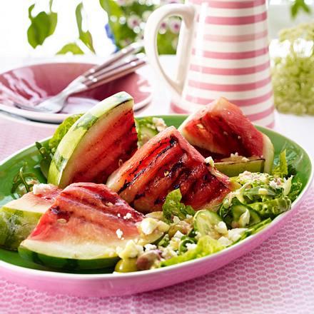 Gegrillte Melone mit Salat und Feta Rezept