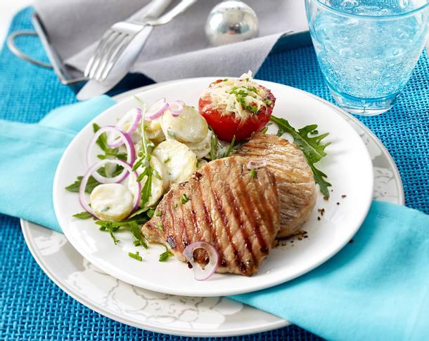 Gegrillte Minutenschnitzel zu sommerlichem Kartoffelsalat Rezept