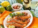 Gegrillter geräucherter Lachs zu Buschtomaten-Salsa und Kräuterbutter Rezept