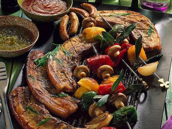 Gegrilltes Bauchfleisch und Gemüse-Spieße Rezept