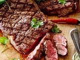Gegrilltes Rib Eye-Steak mit Avocado und Meerrettich-Salsa Rezept
