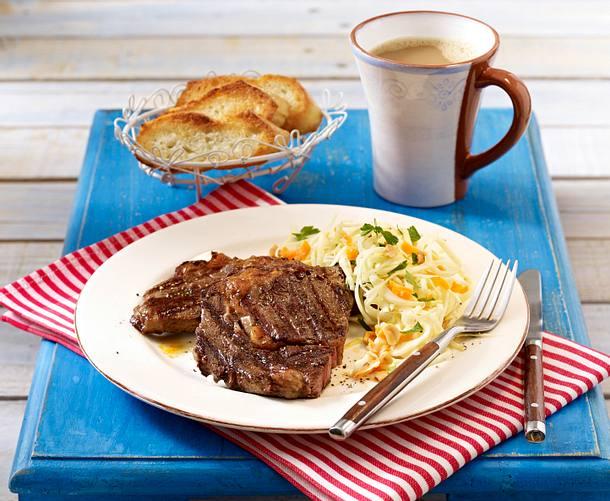 Gegrilltes Rib-Eye-Steak mit Krautsalat Rezept