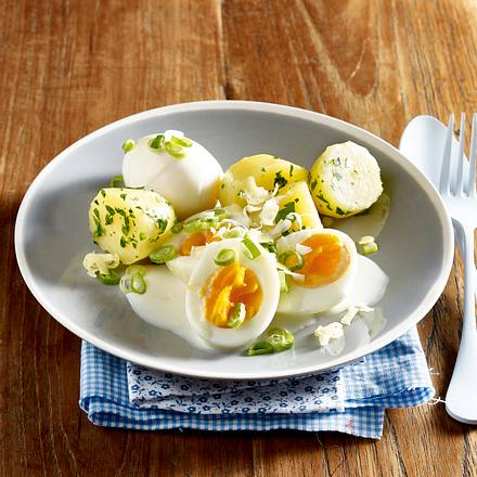 Gekochte Eier mit dreierlei Käsesoße Rezept