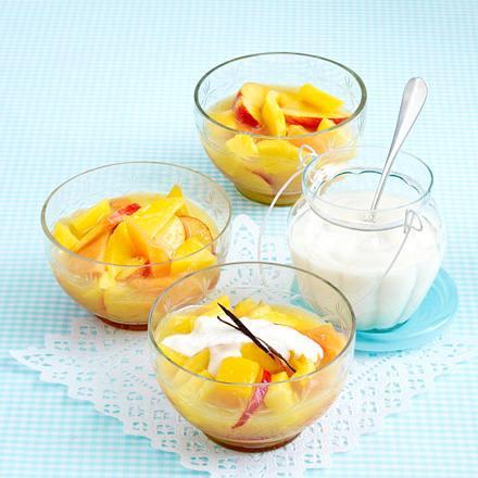 Gelbe Grütze mit Vanille-Joghurt Rezept