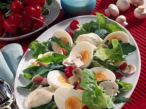 Gemischte Salatplatte mit Ei Rezept