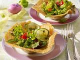 Gemischter Salat im Parmesankörbchen +  Variante Rezept