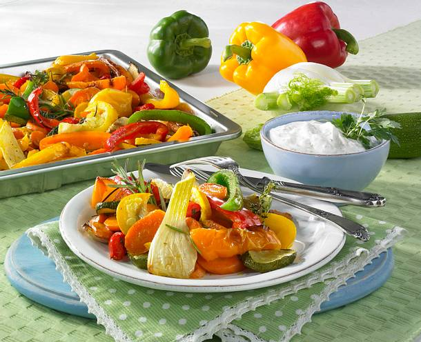 Gemischtes Gemüse vom Blech mit Knoblauchdip Rezept