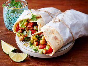 Gemüse-Avocado-Wrap mit Naan-Brot Rezept