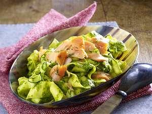 Gemüse-Bandnudeln mit Stremellachs und Würzpistou Rezept