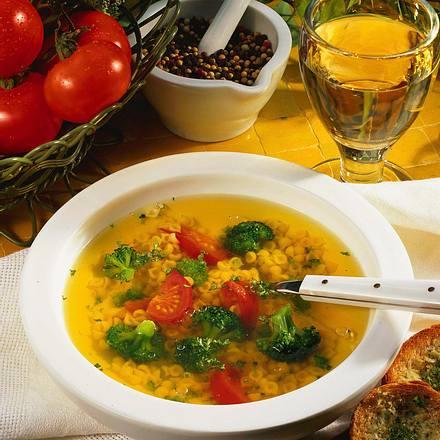Gemüse-Bouillon mit Nudeln Rezept
