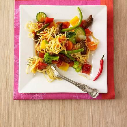 Gemüse-Bratnudeln mit Rind Rezept