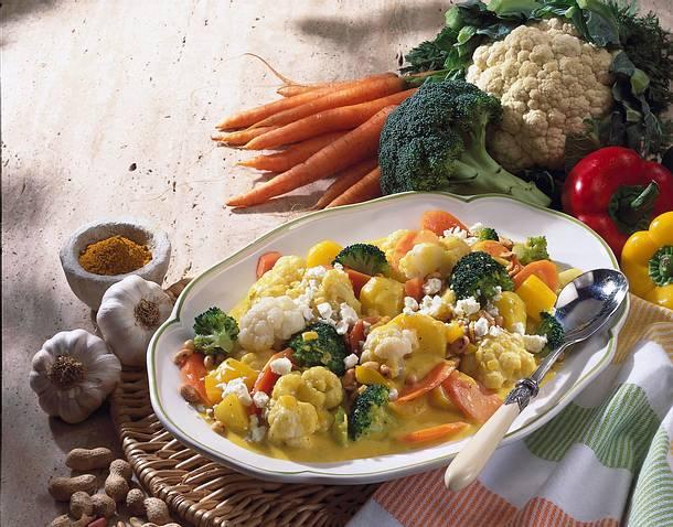 Gemüse-Curry mit Schafskäse & Ei  Rezept