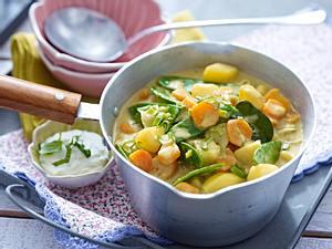 Gemüse-Kokoscurry mit Minzjoghurt Rezept