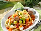 Gemüse-Makkaroni mit Hackbällchen Rezept