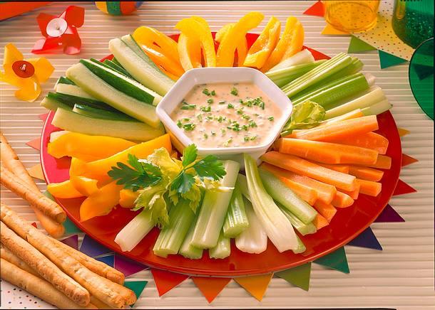 Gemüse mit Frischkäsedip und Grissinistangen Rezept