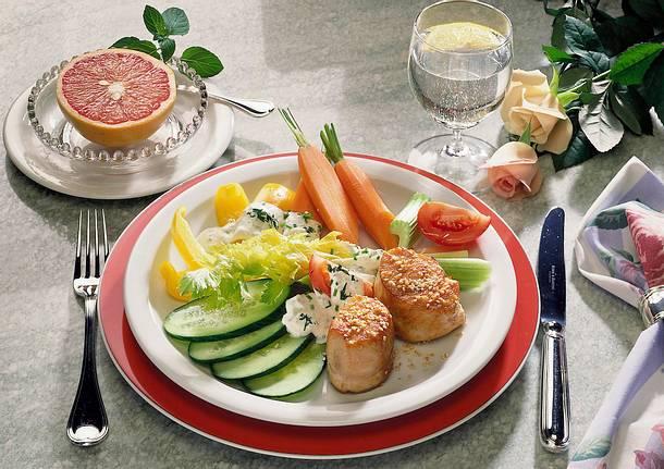 Gemüse mit Quark-Dip und Putenmedaillons Rezept