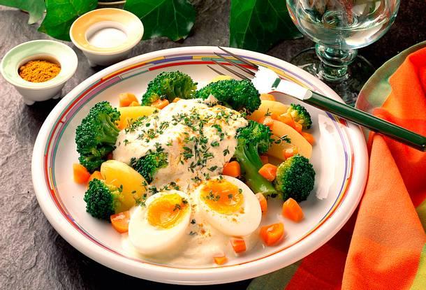 Gemüse mit Quarkcreme und wachsweichem Ei Rezept