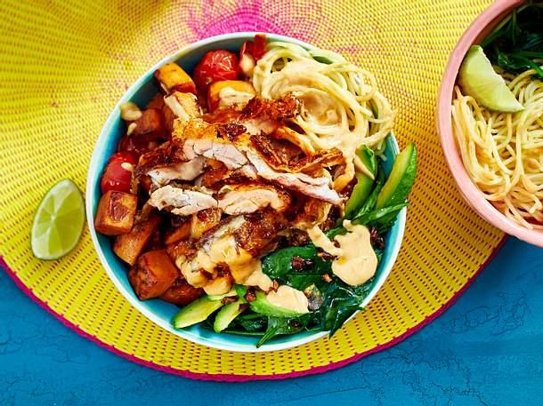 Gemüse-Mix mit Hähnchen und Nudeln Rezept