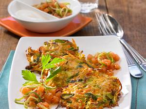 Gemüse-Puffer mit Lachstatar und Schmand Rezept