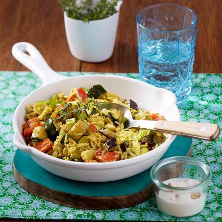Gemüse-Reis-Pfanne mit Joghurt-Dip Rezept