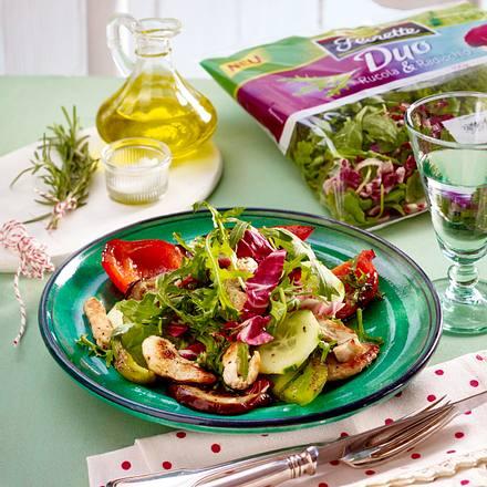 Gemüse-Salat mit Putenstreifen Rezept