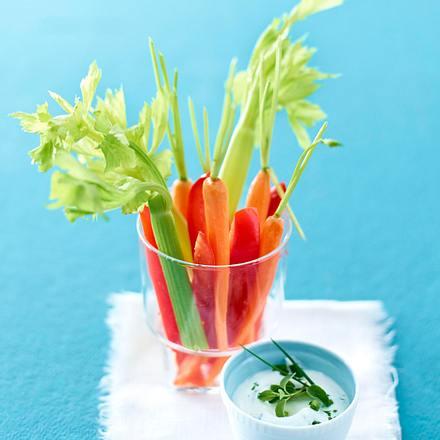 Gemüse-Sticks mit Kräuterquark Rezept