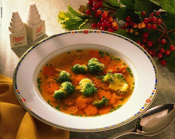 Gemüsebrühe mit Broccoli und Nudeln Rezept