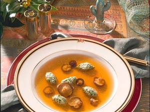 Gemüsebrühe mit grünen Kalbsklößchen und Shiitake-Pilzen Rezept