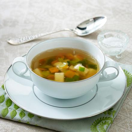 Gemüsebrühe mit Parmesan-Grieß-Würfeln Rezept