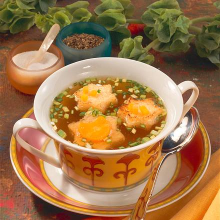 Gemüsebrühe mit Stern-Croutons Rezept