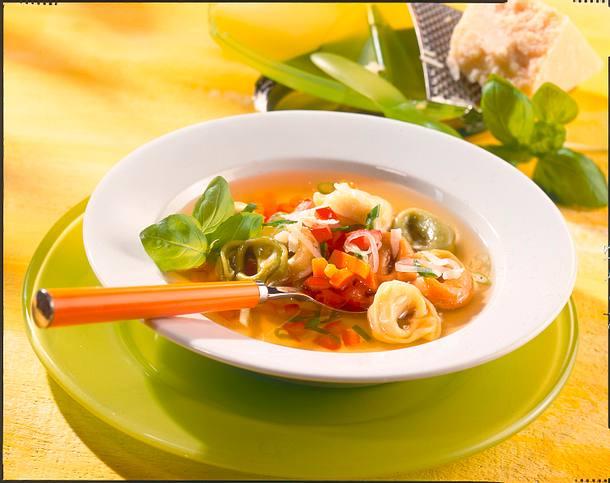 Gemüsebrühe mit Tortellini Rezept