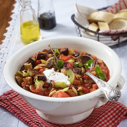 Gemüseeintopf mit Kapernäpfeln und Pinienkernen Rezept