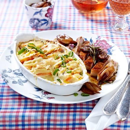 Gemüsegratin mit Kotelett und Honigschalotten Rezept