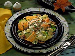 Gemüsenudeln mit Champignon-Knoblauchsoße Rezept