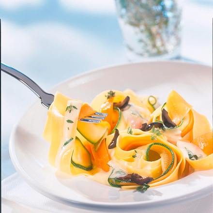 Gemüsenudeln mit Kräutersoße Rezept