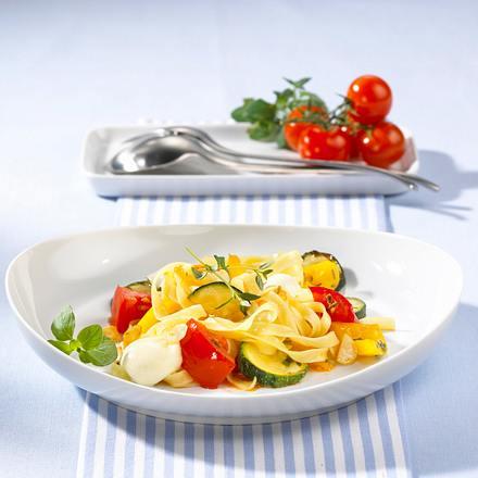 Gemüsenudeln mit Mozzarella Rezept