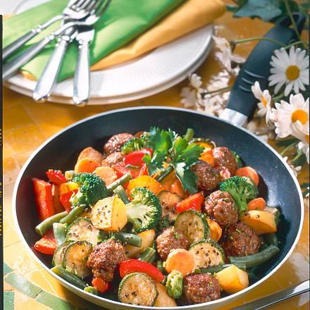 Gemüsepfanne mit Kräuterklößchen Rezept