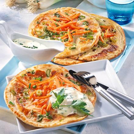 Gemüsepfannkuchen mit Käse-Schnittlauchsoße Rezept