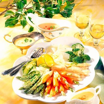 Gemüseplatte mit dreierlei Hollandaise Rezept