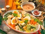 Gemüseplatte mit Erdnuss-Soße Rezept