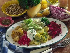 Gemüseplatte mit Kohl und Kartoffeln Rezept