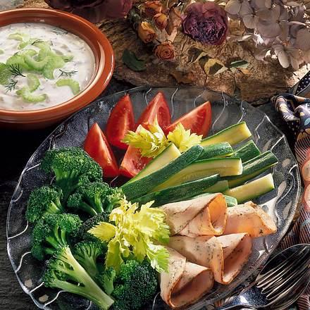 Gemüseplatte mit Quark-Staudensellerie-Dip Rezept