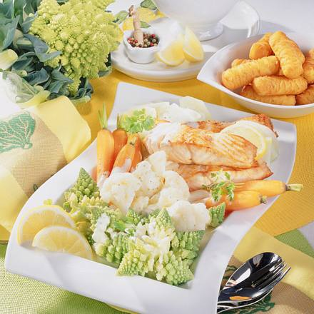 Gemüseplatte mit Zitronensahne & Lachs Rezept