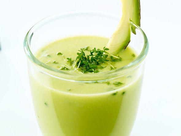 Gemüsesaft mit Avocado, Selleriesaft und Kresse Rezept