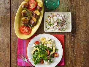 Gemüsesalat mit Käse-Omelett Rezept