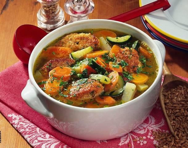 Gemüsesuppe mit Dinkel-Käse Klößen Rezept
