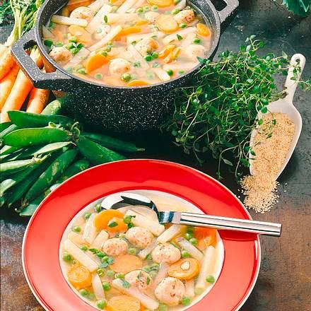 Gemüsesuppe mit Käse-Sesamklößchen Rezept